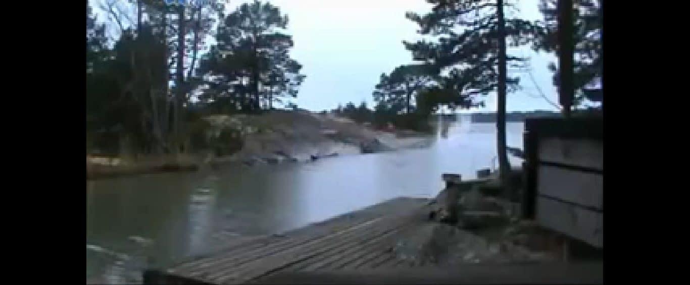W czasie BURZY zapomniał o włączonej KAMERZE. Dzięki temu udało mu się nagrać coś NIESAMOWITEGO! (wideo)