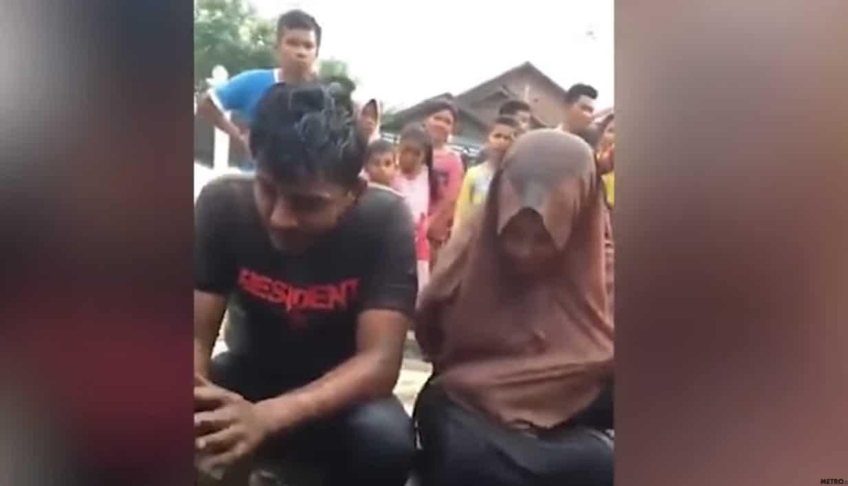 Taka KARA spotyka tam tych, którzy uprawiają SEKS bez ŚLUBU! Para 18-latków doznała ogromnego UPOKORZENIA na oczach tłumu! (wideo)