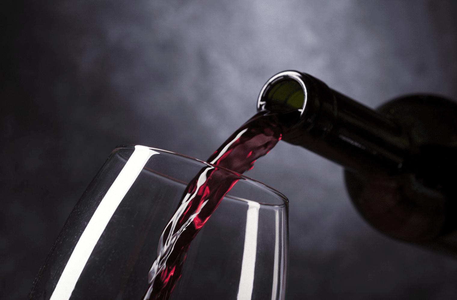 Dramat w Wielkiej Brytanii! 27-latka piła alkohol na pusty żołądek i zmarła!