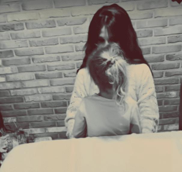 """Sylwia Grzeszczak śpiewa z 5-letnią córką. Zobacz najnowszą piosenkę """"Prawda o nas""""!"""