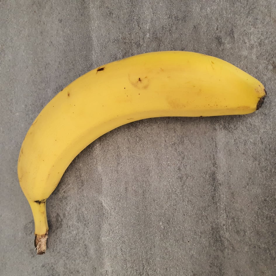 Kobieta kupiła banana. Zdębiała po przekrojeniu go na pół!