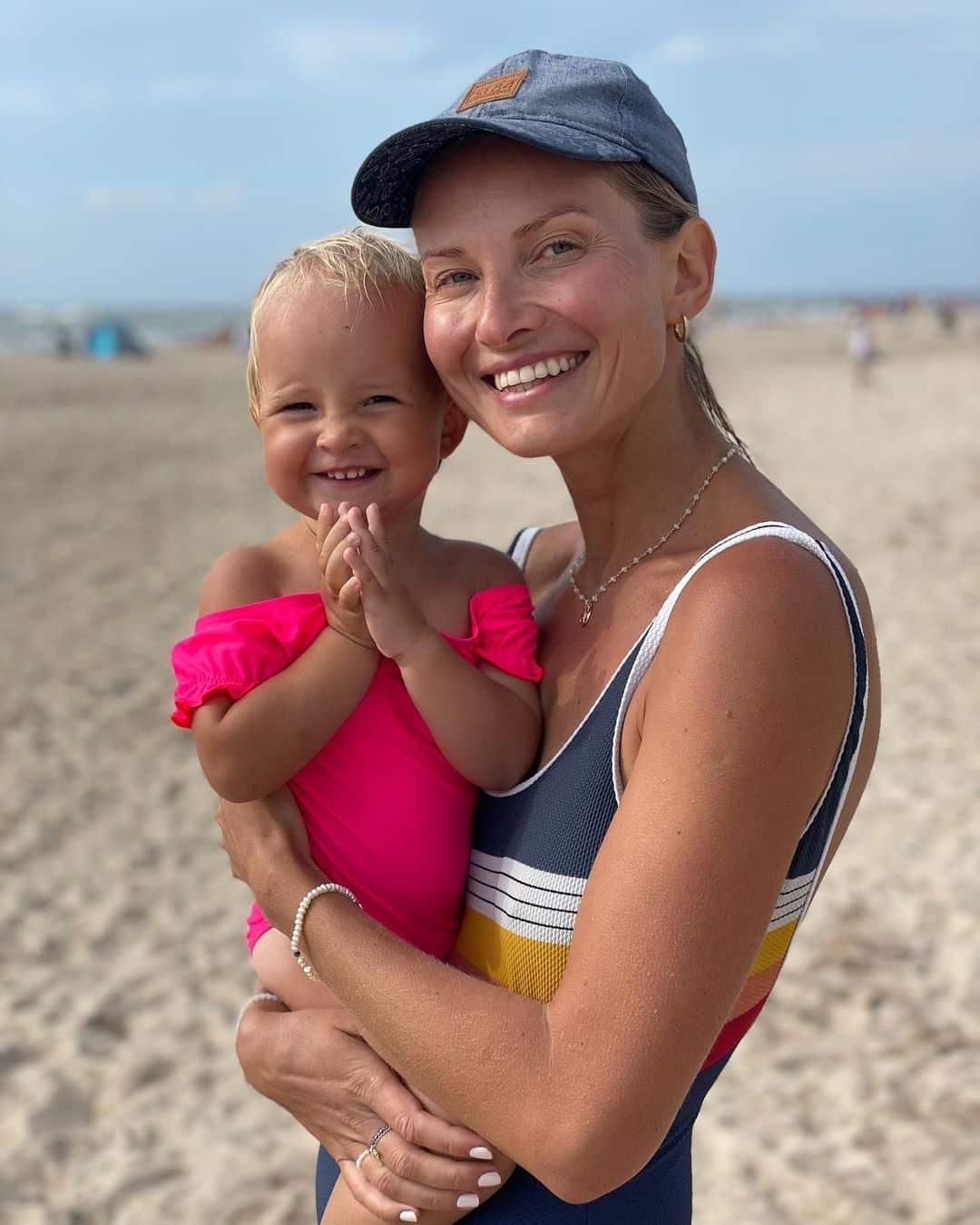 Półtoraroczna córka Joanny Moro jest już influenecerką. Zobacz, co reklamuje mała Ewa?!